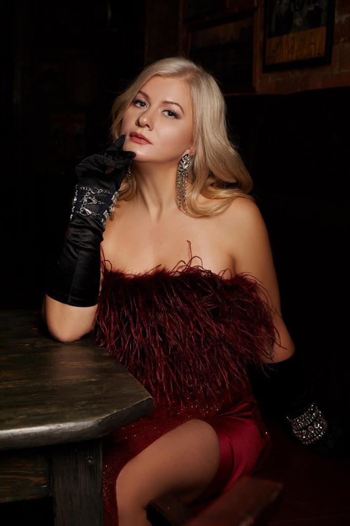 Фотосессия Lady in red. Юлия Крынская. Автор женских романов.